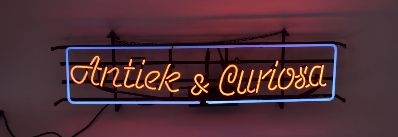 Antiek & Curiosa Neon