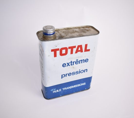 Total oil can